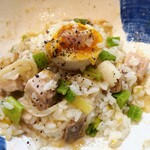 129621350 - 麺を食べ切った後、ご飯を入れて混ぜ飯にします。リゾット風なお洒落なお味♡