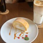 ロブソン コーヒー - 米粉のロールケーキ、カフェオレ、本日のアイスコーヒー