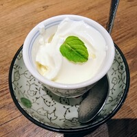 焼肉 YOKOHAMA 045 -杏仁豆腐