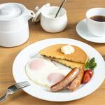 CAFE EST - 目玉焼きソーセージセット(モーニング)