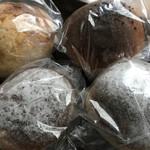 129647903 - 各種パン