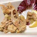 レッドペッパー - 鶏せせり肉とオリーブのセモリナ粉揚げ