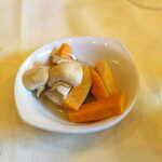 プティ シャルトルーズ - マッシュルーム・人参・きゅうりのピクルス。食欲増進の効果がありそう