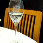 プティ シャルトルーズ - スパークリングワイン(¥1200)で、20年ぶりの訪問に乾杯♪