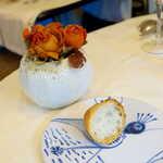 プティ シャルトルーズ - パンを撮り忘れた… 時が止まったような薔薇のドライフラワーも、味わい深く