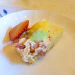プティ シャルトルーズ - いちごのチーズケーキ、ピスタチオソース