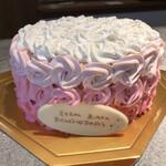 129676014 - 購入したケーキ  ローズ                       正面から