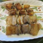 サンバ - 福岡の焼鳥には欠かせない豚バラ120円、そしてナンコツ120円。