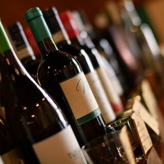 ワインの品揃えは200種以上!お料理とのペアリングをどうぞ♪