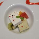 銀座 海老料理&和牛レストラン マダムシュリンプグレイス東京 - ピスタチオとクリームチーズのアイスケーキ