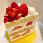 129708594 - 新エクストラスーパーあまおうショートケーキ