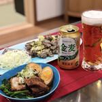 炭焼き 利衛門 - 宮崎名物・もも炭火焼き…1000円分(※700円〜、購入できます)。手前は、オープティブションの角煮!