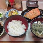 扇里 - 鮭塩焼定食(\680-)