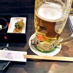 竃 - 生ビール(3口飲みました)& お通し(2012年5月)