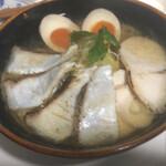 鶏そば・ラーメン Tonari - ピンぼけすいません。煮卵取られたの図。