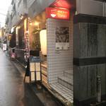 鶏そば・ラーメン Tonari - 手前がtonariさん、その奥がスパイラルさん