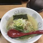 満月 - 料理写真:塩ラーメン650円!