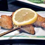 竃 - 信州黄金シャモの串焼・ボンジリ(塩)