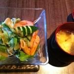 下北屋 - サラダとお味噌汁