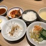 129737663 - 黄金カルビ定食