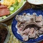 沖縄そば ちゅらさん - 料理写真:骨汁(テイクアウト)※そば用に残すため汁なし状態です。