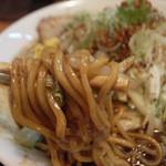 三平らーめん - 元祖濃厚黒味噌とんこつ野菜盛り1.5玉の麺