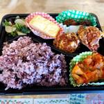 惣菜屋 ビンクロ - 料理写真:ご飯は古代米