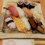 回転寿司ととぎん - 中トロ、アオリイカ、サーモン、ホタテ、タコ、大エビ、エンガワ、イクラ、穴子と鉄火巻