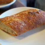 bistro ema - ・「本日のランチ(¥1250)」のパン。