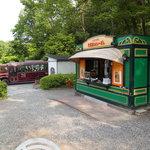食道楽のカレーぱん - 近くにバス停があり雰囲気最高ですね!
