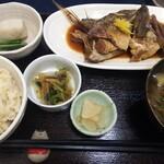 おふくわけ - 煮魚定食 1000円オーバーですが、美味しいので出す価値あります。
