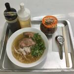 府中卸売珈琲店 - 料理写真:牛肉と香味野菜のフォー650円