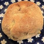 パン工房FLOR - くるみカマンベール