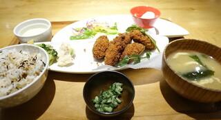 おぼんdeごはん 上野店 - カキフライ定食(1200円)