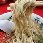元祖ラーメン長浜家 - 極細ではないストレート麺