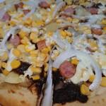 トマト&オニオン - 『北海道ポテトのカレーピザ』じゃがいも、コーン、玉ねぎ、ウインナー、マヨネーズが見えますな