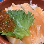 はま寿司 - サーモンと炙りサーモン、そしていくらが乗っています♫