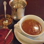 インド料理 GAUTAMA - 付け合わせとセットのスープ