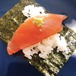 無添くら寿司 - マグロ。巻けないのでのせる感じで!