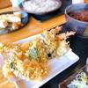 手打ち蕎麦 神楽坂 - 料理写真:海老天ぷら蕎麦(温)季節の天ぷらは鴨のフォアグラ 兎に角 海老の天ぷらの大きさにテンション上がります⤴︎