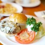 フランクリン・アベニュー - 料理写真:マッシュルームチーズバーガーmidium