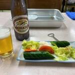 ホワイト餃子店 - ホワイト餃子@野田本店 瓶ビール、漬物
