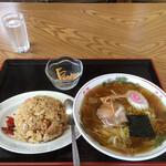 いとう食堂 - 料理写真:半チャーハンラーメン