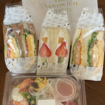 ザ・サンドイッチスタンド - サンドイッチとサラダ