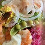 ザ・サンドイッチスタンド - 色々なお野菜を楽しめる、豪華なサラダでした