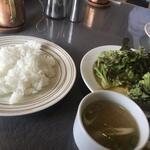 カフェレストラン 瑠奈 - ライスとサラダ、スープ付き
