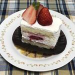 129861383 - 季節のショートケーキ