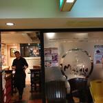 129863239 - 外観:インド人の店員さんが笑顔で出迎え