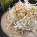 五衛門 - 料理写真:豚骨醤油ネギチャーシュー麺(UP)