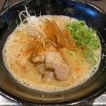 本格豚骨ラーメン 恵壱 - みそとん830円。 豚骨と3種の味噌の融合スープ。濃厚で香りも良く絶品。